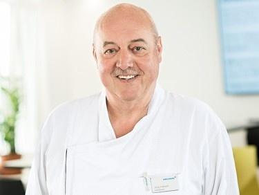 Jürg Aeberli schwingt seit 45 Jahren in der Klinik Hirslanden die Kochlöffel
