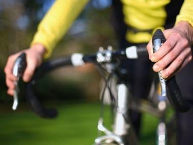 Pourquoi les mains s'engourdissent-elles à vélo?