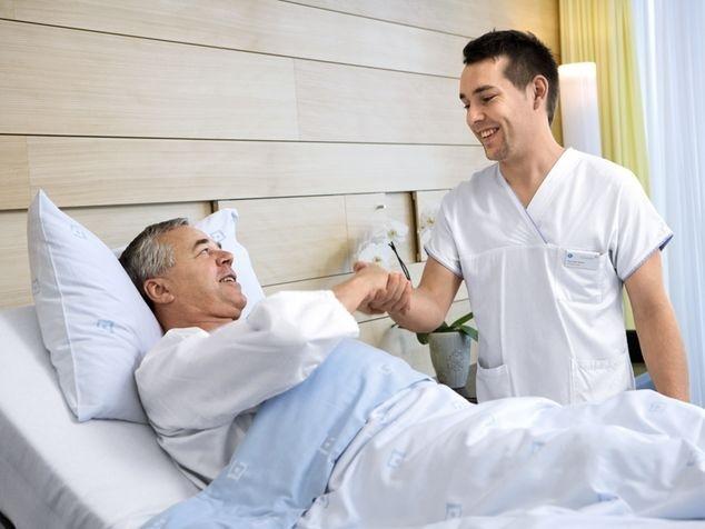 Patient und mit Pflegefachmann