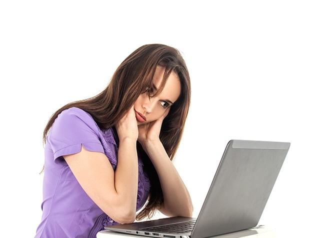 Patientin recherchiert im Netz