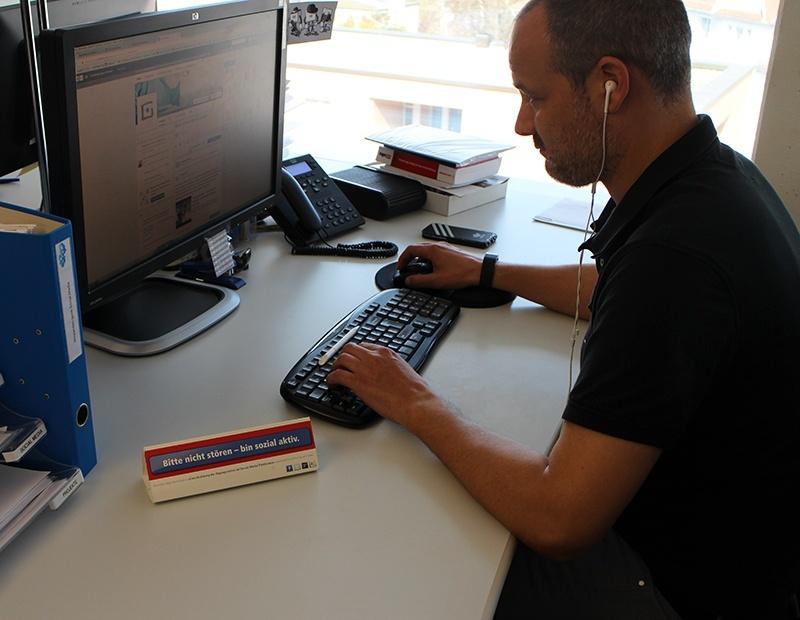 Stefan Lienhard am PC