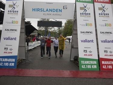 Laufen und Anfeuern am Aargau Marathon