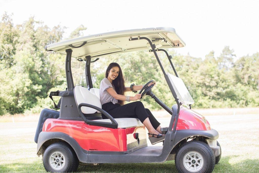 Miss Schweiz im Golfcart