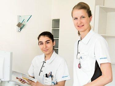 Seitenwechsel: Eine Physiotherapeutin arbeitet einen Tag lang in der Pflege mit.