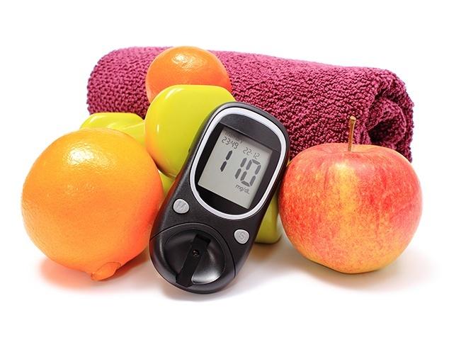Blutzuckermessegerät, Sporttuch und Früchte
