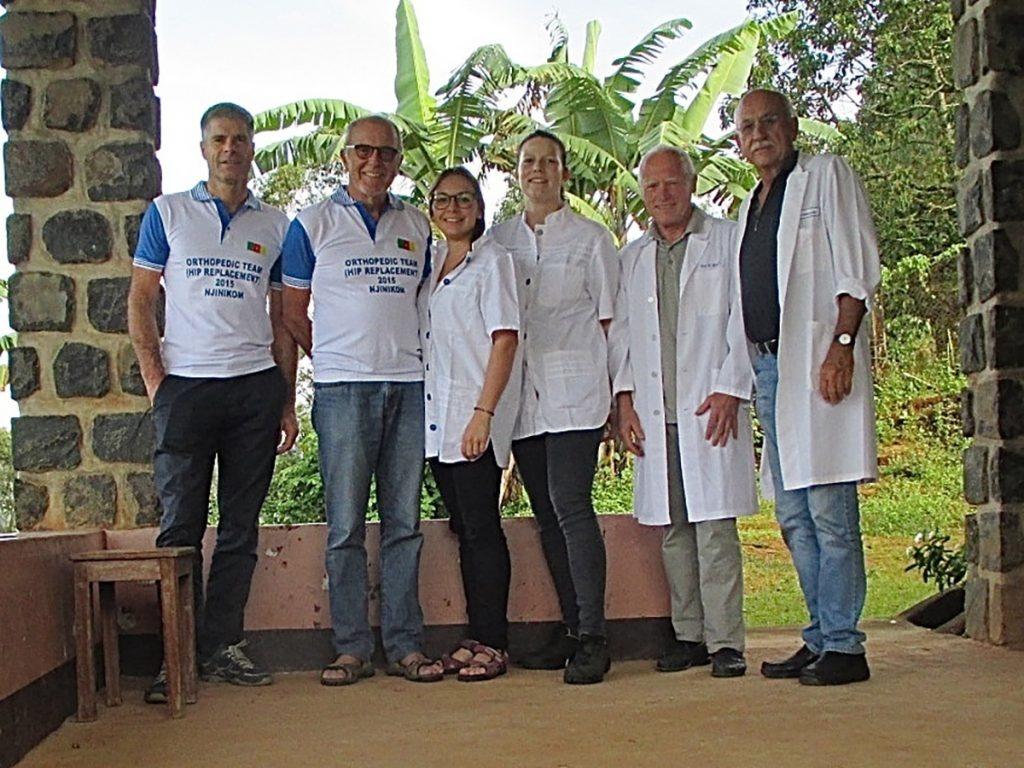 Pflegende und Ärzte bei einem Einsatz in Kamerun