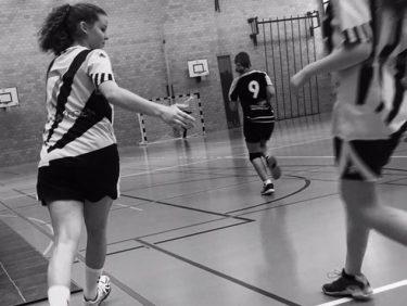 Von Fussschmerzen gebremst, nun wieder auf dem Handballfeld