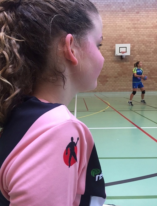 Handballerin am Spielfeldrand