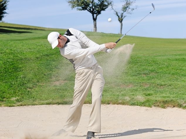Golfer beim Golfschwung