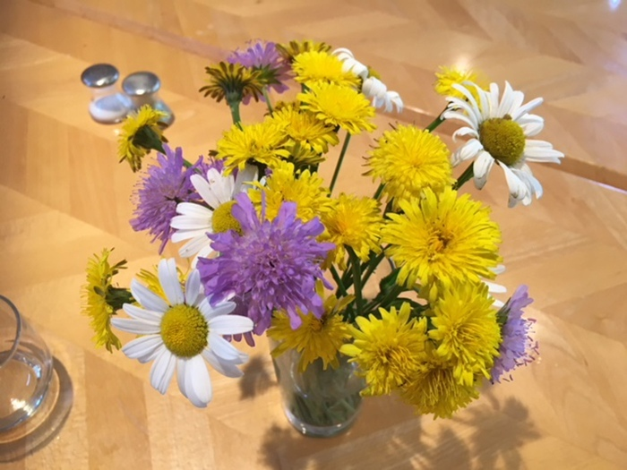 Blumendeko der KV-Lernenden