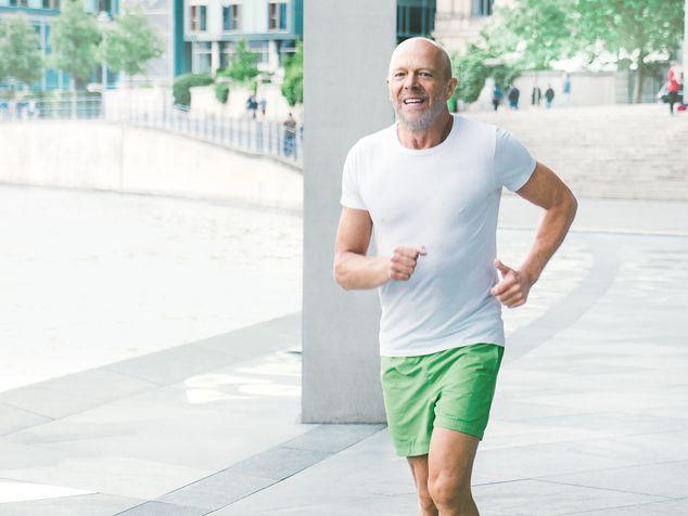 Mann über 40 beim Sport