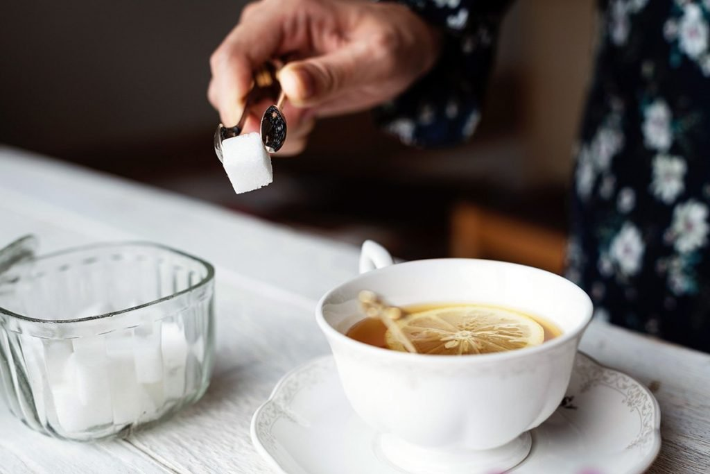 thé avec du sucre