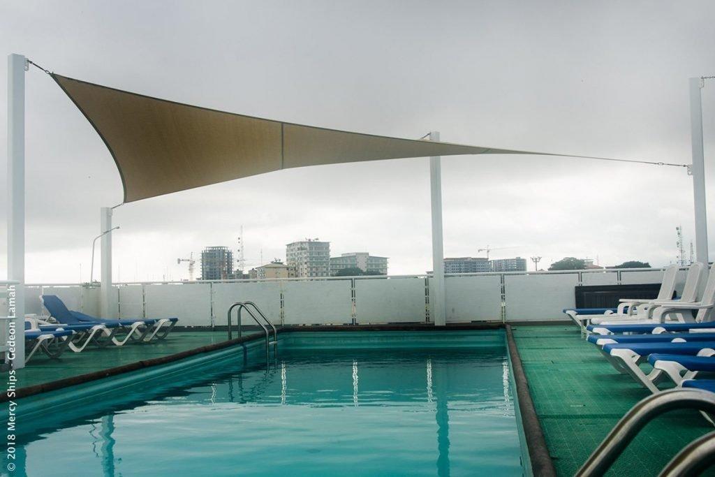Pool auf der Africa Mercy