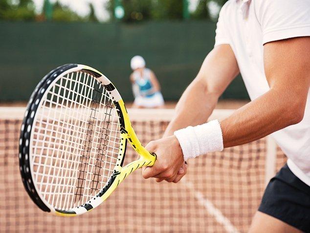 Tennisspieler - eine Risikogruppe für Tennisarm (tennis elbow)