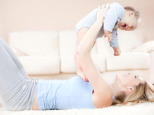 Mutter mit Baby, Alltag, Mami
